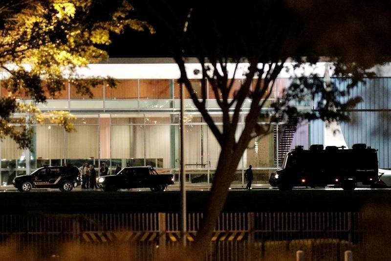ブラジル大統領公邸に自動車が突入、運転の男を逮捕
