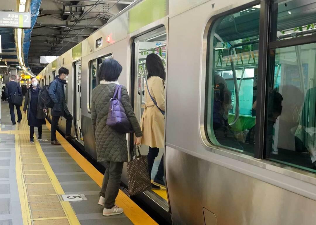 乗客が少ない、渋谷駅の山手線ホーム