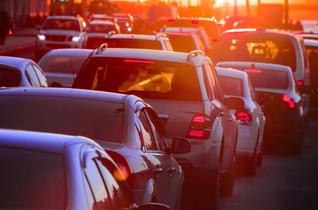 たった1台の割り込みが渋滞40kmに…「渋滞学」最前線
