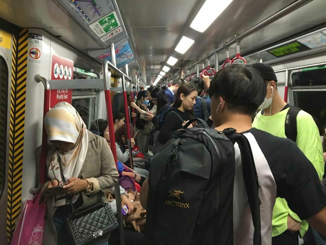 香港の地下鉄車両内