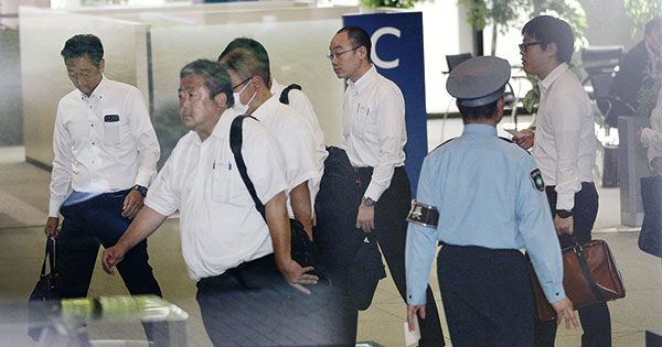 神戸製鋼所の東京本社に京地検の係官らが家宅捜索