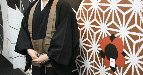 「お坊さん便」の僧侶として登録する男性