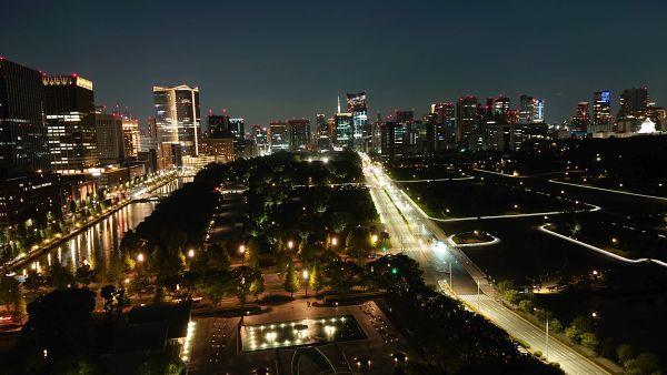 パレスホテル東京の「デラックス(和田倉噴水公園側)」のから見る夜景