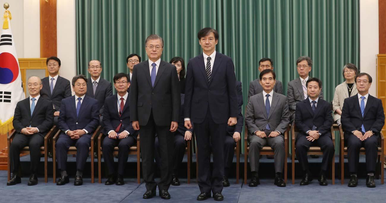 韓国を法治国家から逸脱させる文在寅・曺国リスク、元駐韓大使が解説