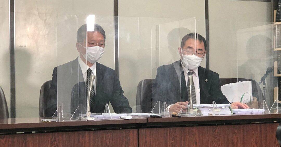 原告の記者会見(判決後、記者会見をする稲貴夫氏〈左〉)