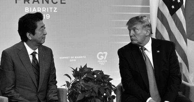 安倍晋三首相(左)ドナルド・トランプ米大統領(右)