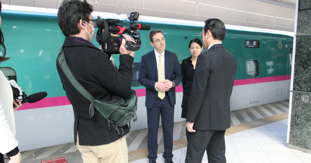 ハーバードの授業で絶賛されたJR東日本の「新幹線お掃除劇場」