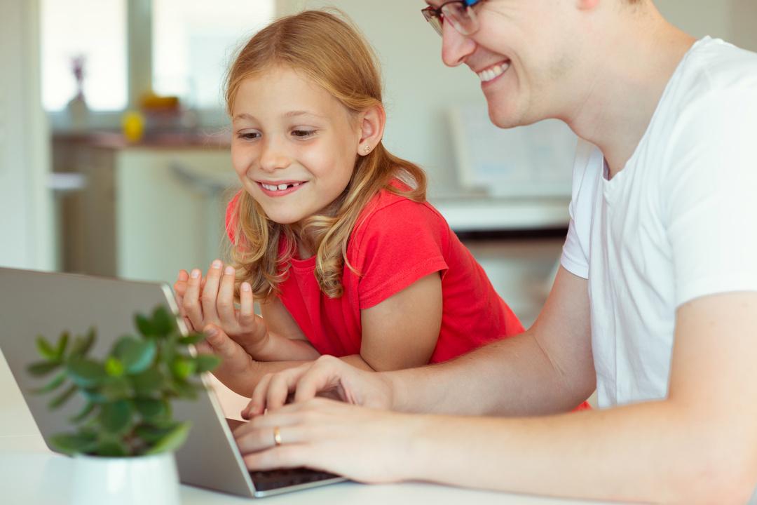 子どもの好奇心を育む親は「答えを教えずに、一緒に調べる」