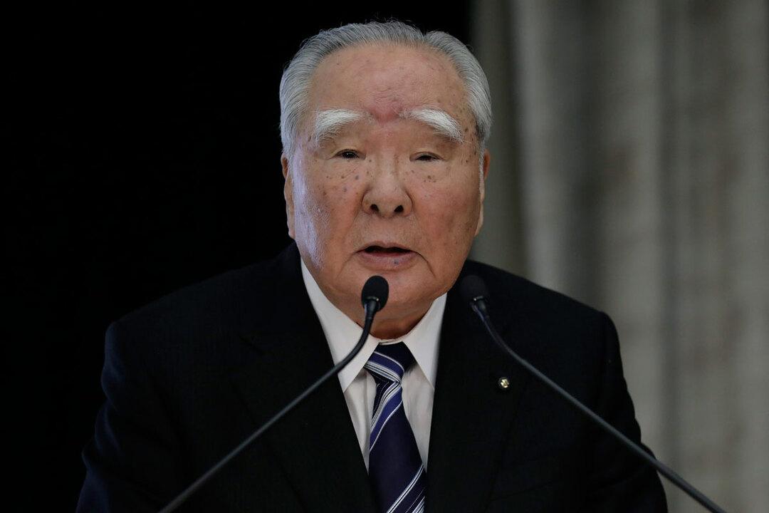 写真は2016年10月のトヨタ・スズキ/業務提携検討発表会見時の鈴木修会長