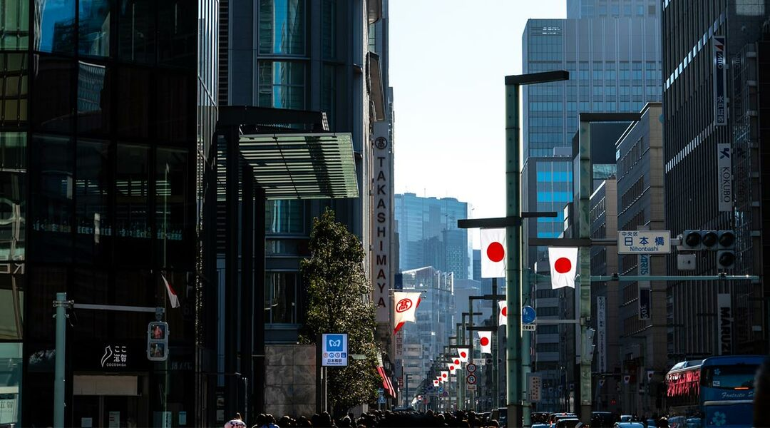 日本橋に掲げられる日の丸