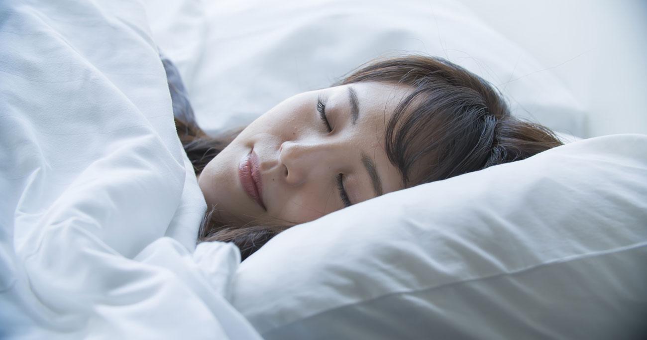 眠れない…そんな時には1分間のうつぶせで、すとん、と眠りに落ちる!