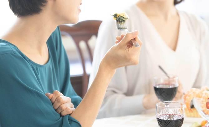 高額な自己啓発セミナーにハマる女性が後を絶ちません。