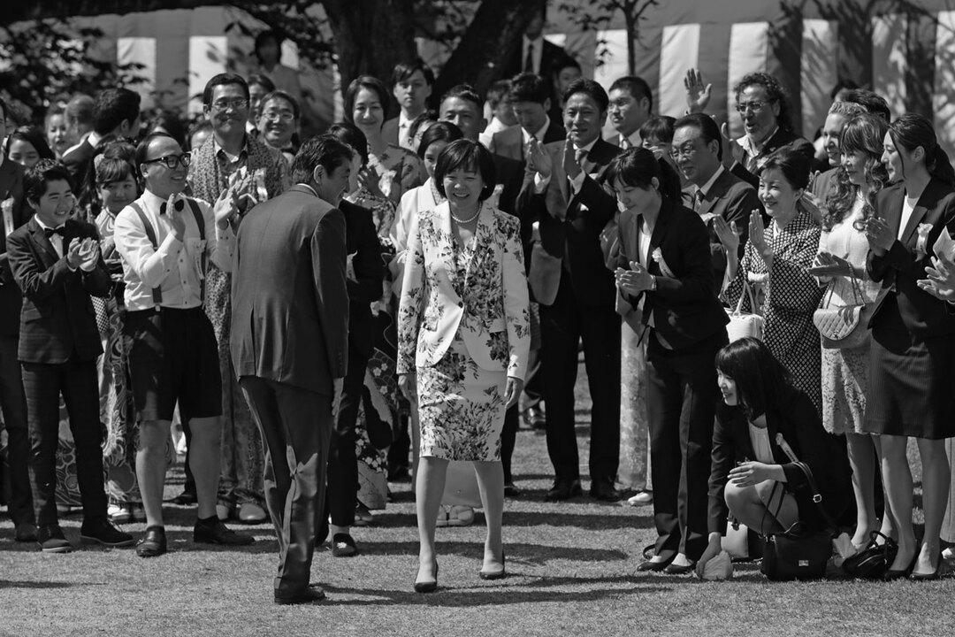 昨年4月21日、東京・新宿御苑での「桜を見る会」に姿を見せた首相の安倍晋三