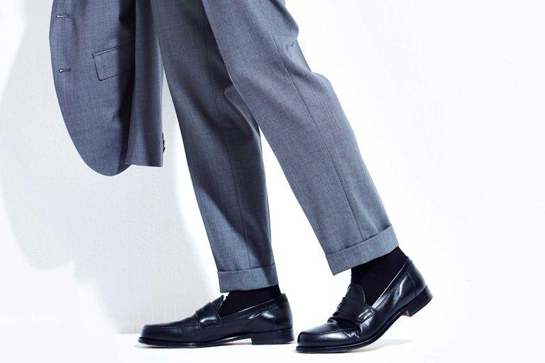 A. スーツと同じく、ノークッションが吉。