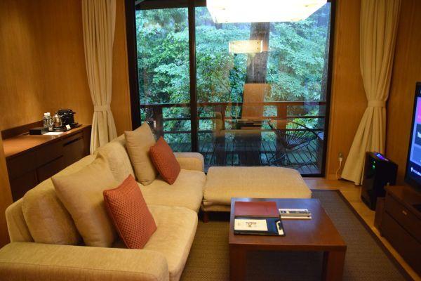 「箱根・翠松園」の部屋の内観