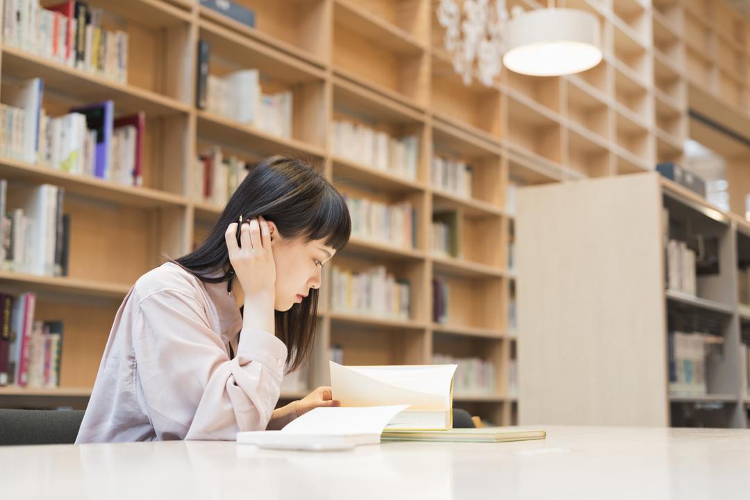 教養を身につけるには<br />黙って本を読みなさい