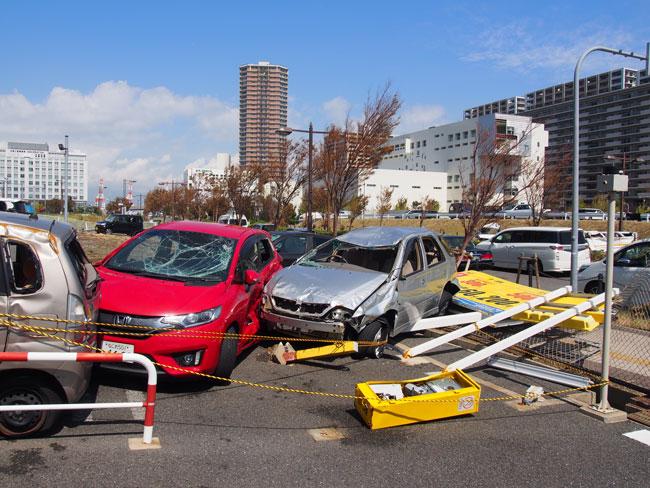 台風21号で被害を受けた乗用車