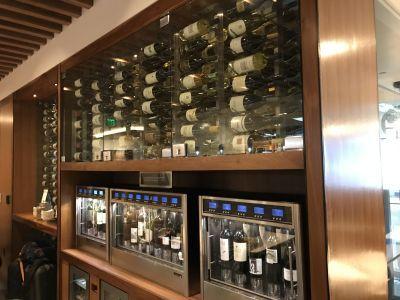 「センチュリオン・ラウンジ」のワインコーナー
