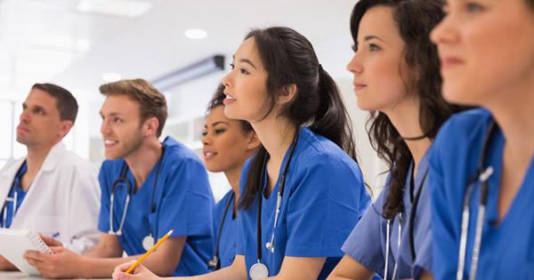 アジアの留学生が日本の医学部を目指すワケ