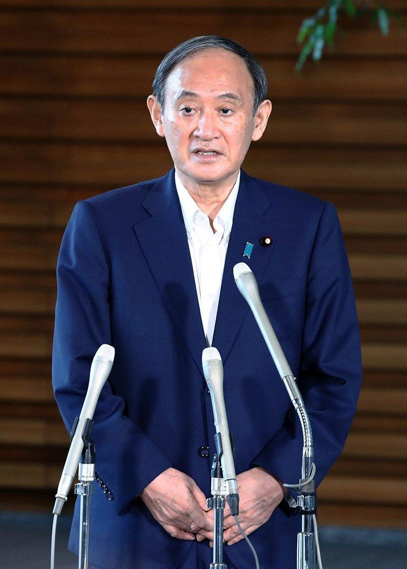 記者団の取材に応じ、自民党総裁選不出馬を表明した菅義偉首相