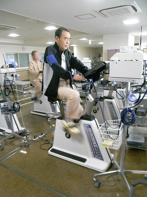 運動で再入院を予防する<br />心臓リハビリの効果<br />