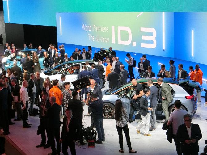フォルクスワーゲンのブース風景。「ID.3」を主役としてEVコンセプトモデルがずらり