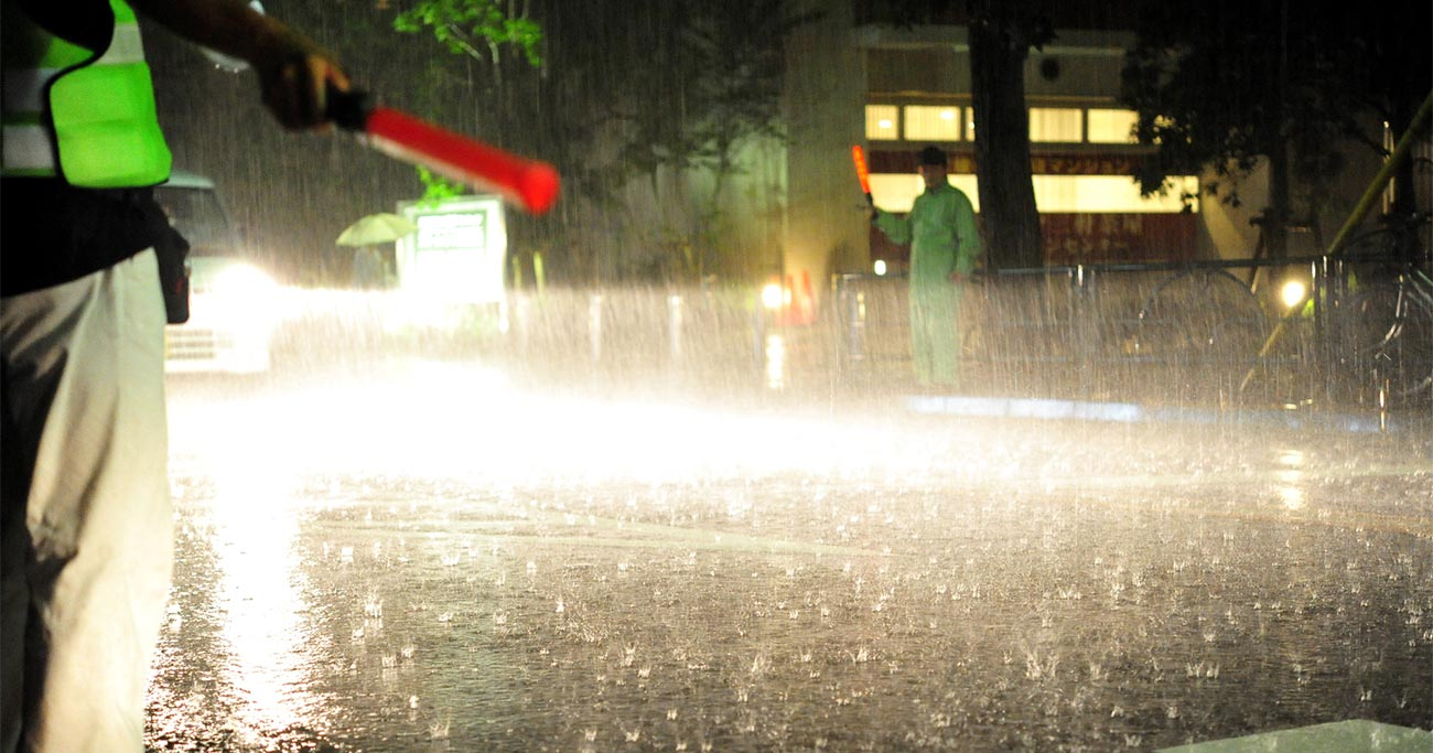 豪雨が来たらいつ逃げる?未曽有の災害から命を守る「コンサル的思考法」