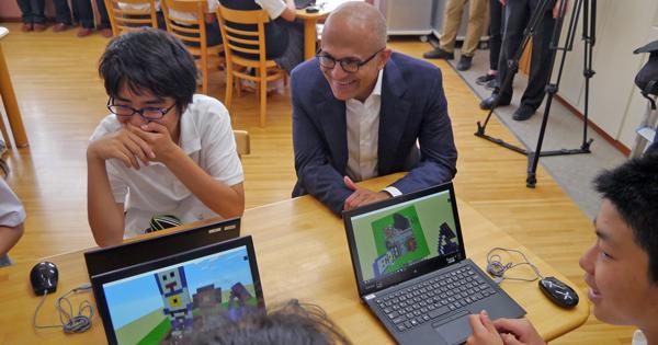 マイクロソフトのナデラCEOはたった1日の来日中、なぜ中学校を訪ねたのか