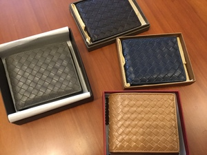 ボッテガヴェネタとボッテガヴェネタ風の財布