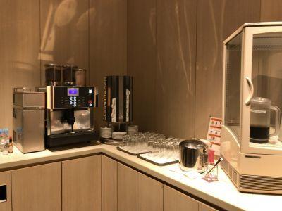 「SKY LOUNGE」のコーヒーマシン