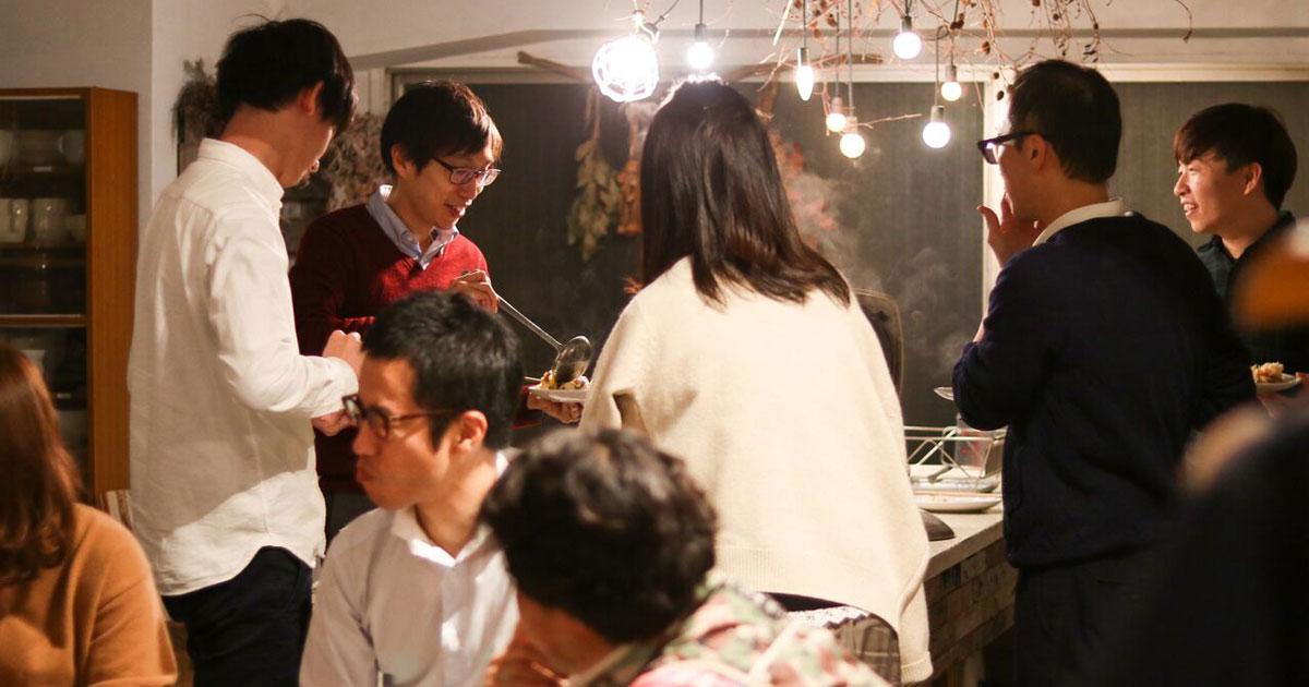 「ぼっち飯」にサヨナラ、食事付き交流会が静かなブーム
