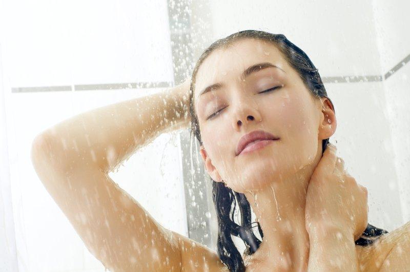 髪のプロが教える! シャワーの温度は何℃が正解?