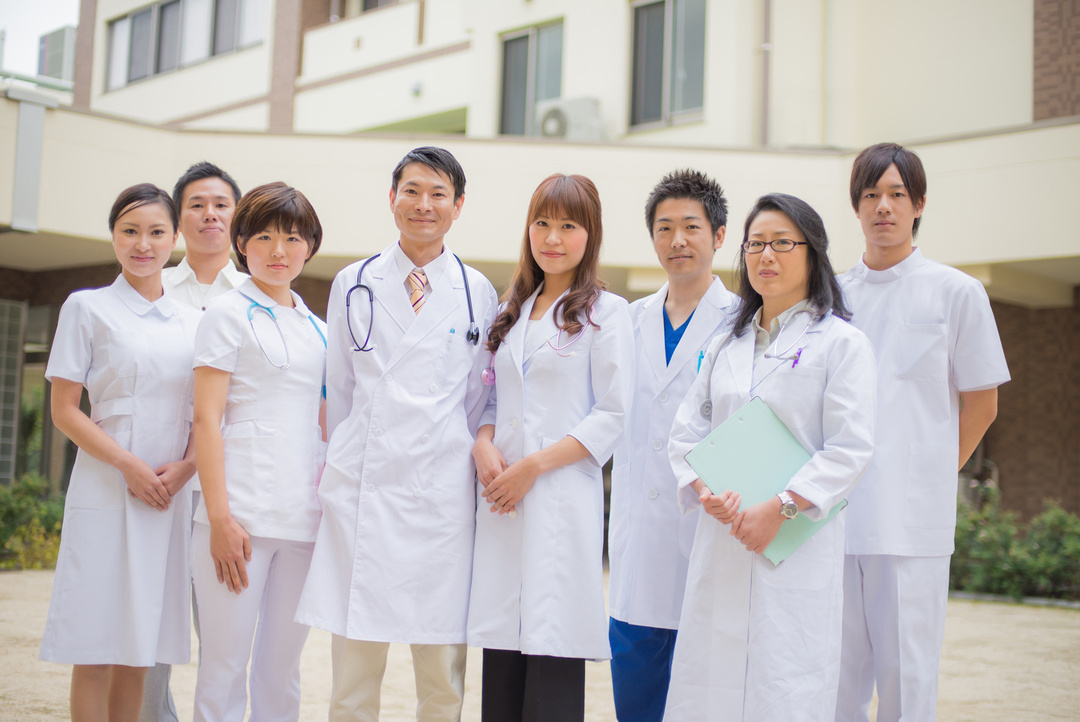 慶應大と千葉大の医学部で悩んでいます。<br />卒業後の可能性や収入は大きく違いますか?