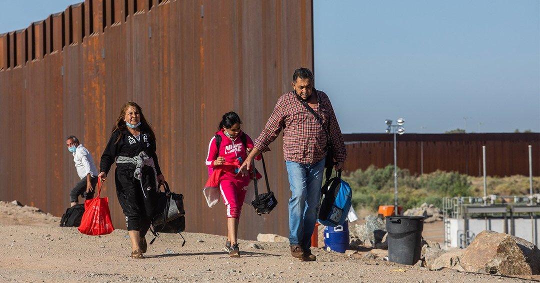 バイデン政権は移民政策再考を