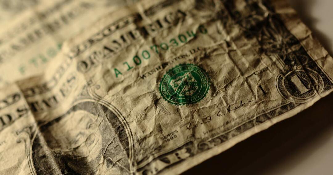 しわくちゃのドル紙幣