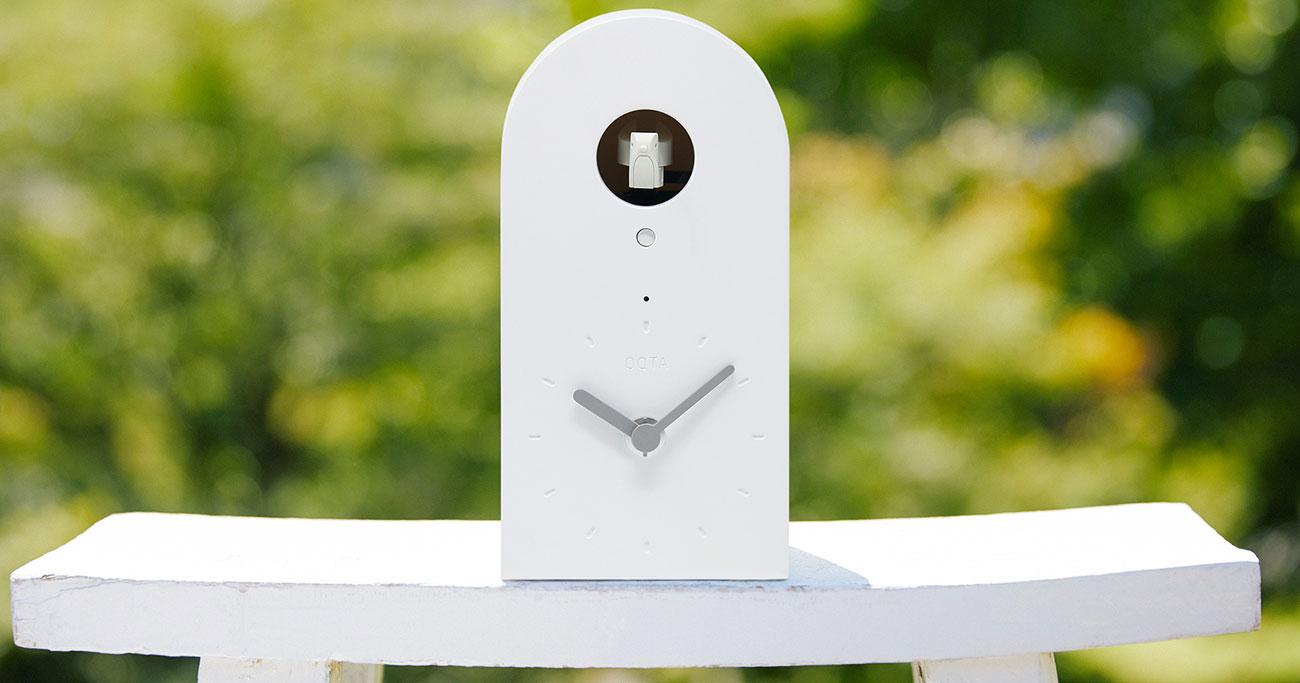 1人暮らしの母が大喜び!親子の絆を深める「IoT鳩時計」の不思議な力
