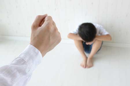 体罰を受けた人や動物は、長期的に見れば自尊心が欠如するなど心が蝕まれます