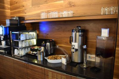 「センチュリオン・ラウンジ」のコーヒーやクッキー