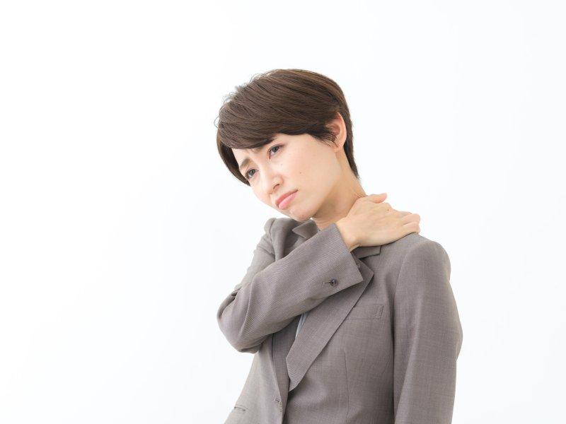 【精神科医が教える】怒りやモヤモヤを表に出せず、ため込んでしまいがちな人。その肩コリ、頭痛が危険なサインかもしれない訳