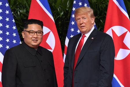 米朝首脳会談を行ったトランプと金正恩