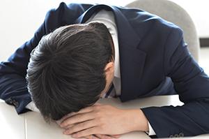 仕事がヒマ過ぎて、もう死にそう!<br />人材育成の真空職場で悶絶する新人たち