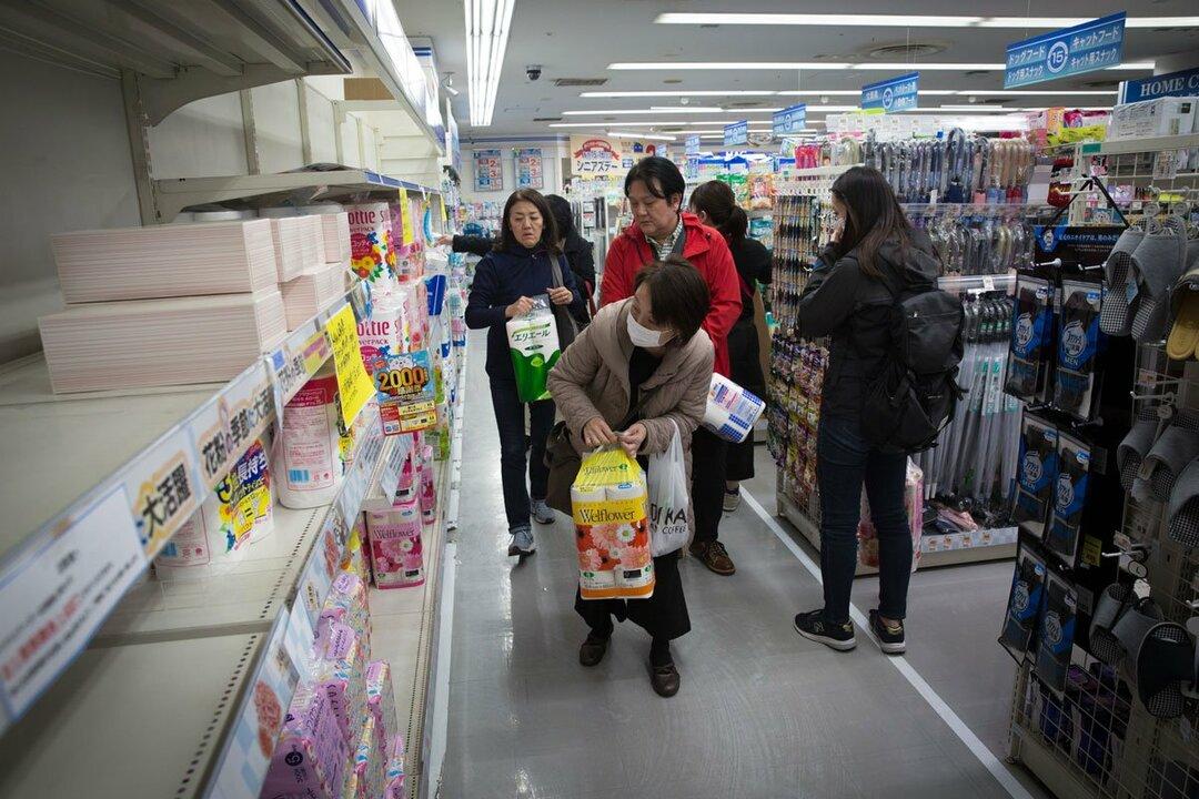 今回のコロナ騒動でマスクやトイレットペーパーを求めてドラッグストアに行き、店内の食品売り場の充実ぶりに気づく消費者も少なくないようです