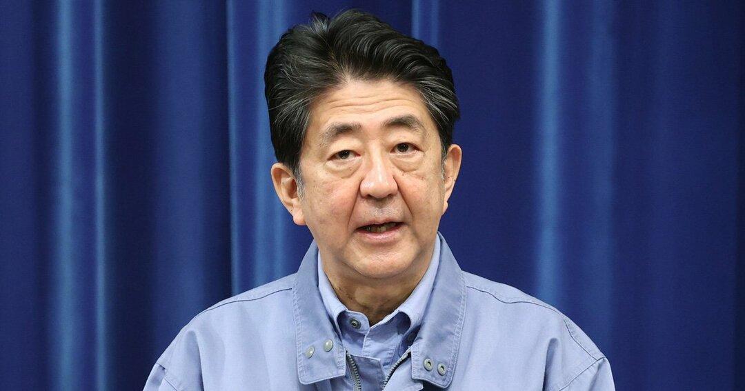記者会見する安倍晋三首相