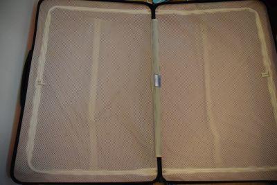 「アールワイレンタル」で借りたスーツケースの内部