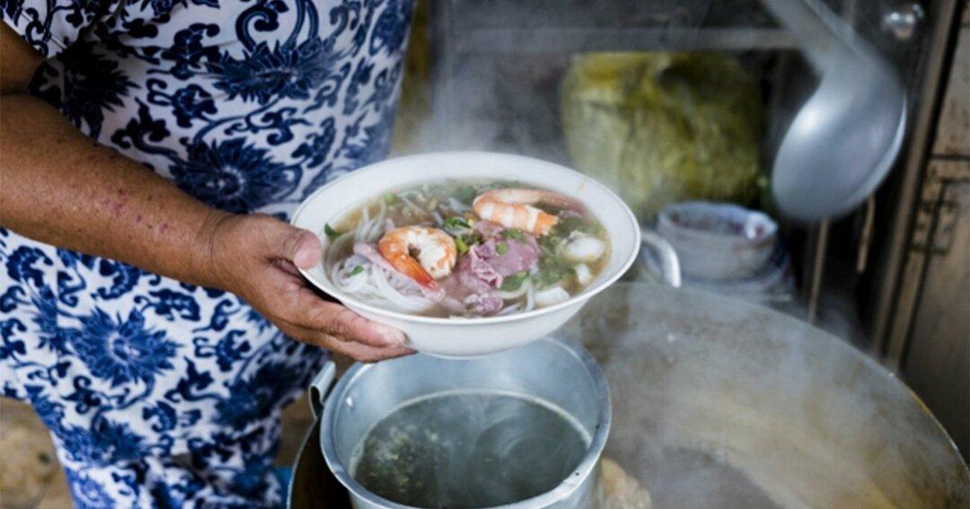 屋台や食堂で食べるアジア麺は最高!