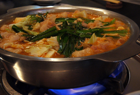 もつ鍋、水炊き――福岡が誇る鍋の真髄!<br />体の隅々まで旨さを感じる絶品スープを堪能