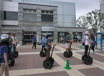 セグウェイが「走れない」のは先進国で日本だけ<br />立ち乗り型ロボットの本格普及はいつになるのか?
