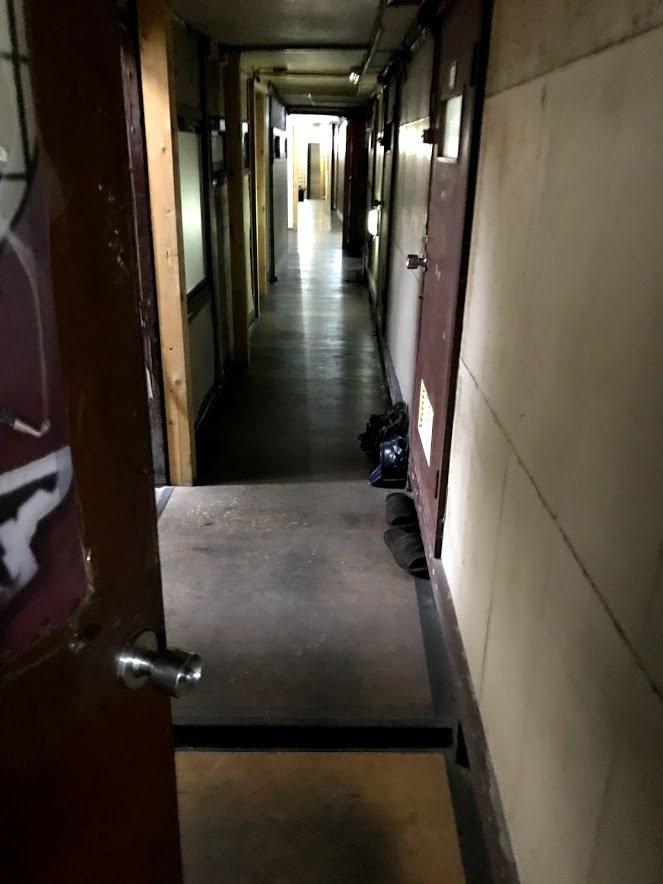 1泊500円!大阪・西成の激安宿体験記、炊事場とトイレが一体だった(下)
