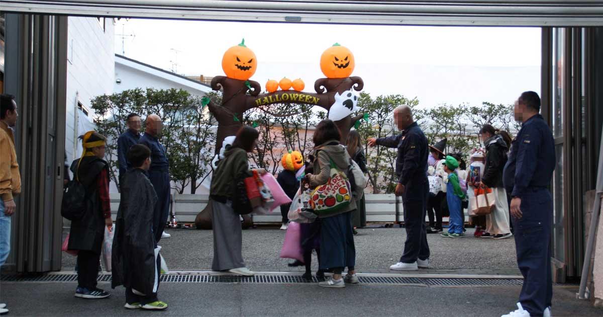 山口組のハロウィーンに夢中な子供たち、見守る神戸市民の複雑な心境(上)