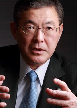 富士重工社長「米国市場が一番安全、円高でも利益率2桁維持」
